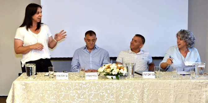 Noga Yogev moderates a panel discussion on local cooperation with Sigal Moran, David Mingelgreen, and Yoav Dunitz